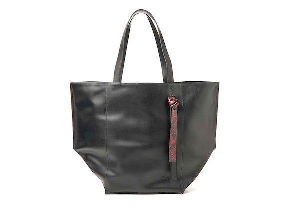 Scarlett<br>Black shopper bag with knotted handle