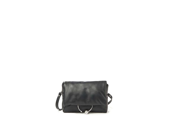 Neda<br>Clutch with pearl accessory