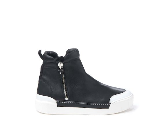 Ankle boot with metal zip