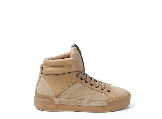 Beige crust leather trainer