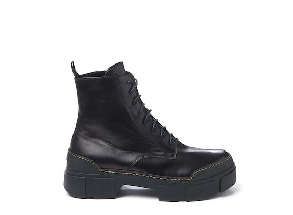 Combat boot with contrasting stitched sole