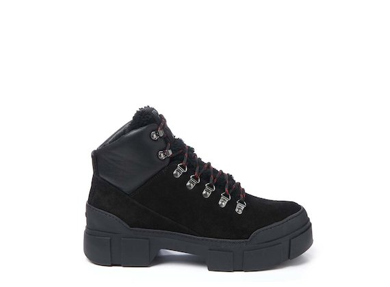 Crust leather walking boot with hooks - Black