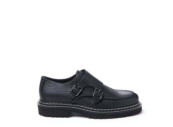 Schuh mit Patte und Schnallen