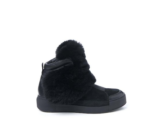 Trainer with fur flap