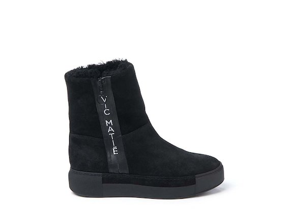 Sheepskin ankle boot with logoed zip