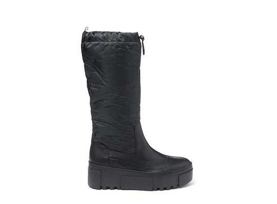Nylon boot with drawstring