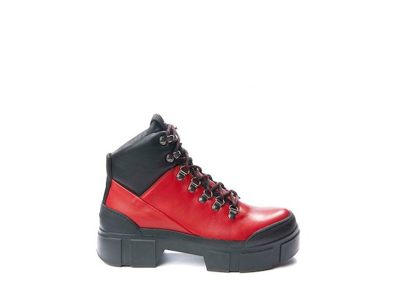 Red walking boot with metal hooks - Red / Black