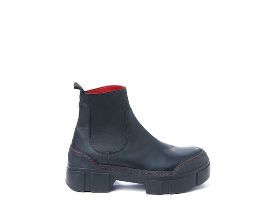 Beatle boot with contrasting stitching