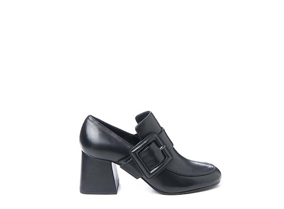 Loafer with flared heel and maxi buckle