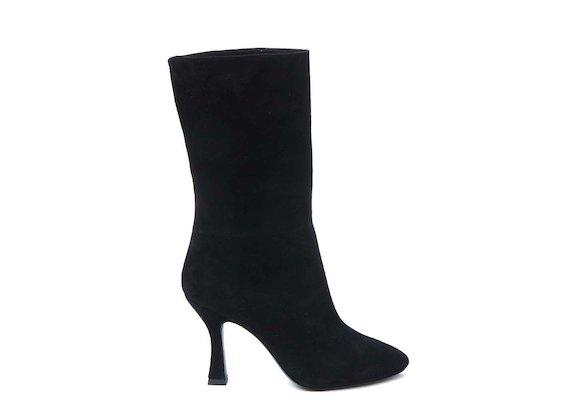 Fold-over half boot with spool heel