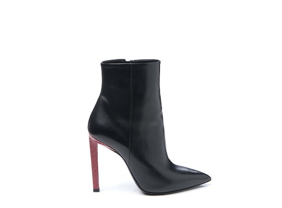 Ankle boot with contrasting snakeskin heel