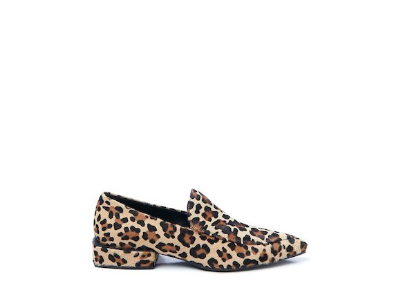 Leopard-print loafer with geometric heel