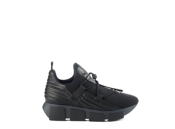 sneakers Run neoprene nera