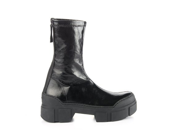 Ankle boots in black, stretchy patent nappa with lugged sole