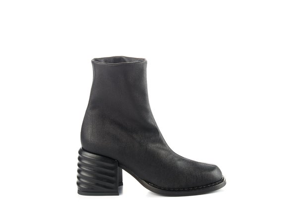 Black chunky-heel ankle boots in stretchy faux leather