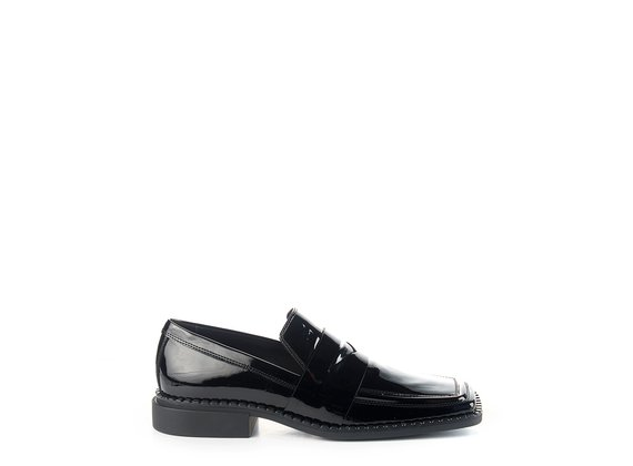 Quadro Flat moccasins in black patent leather