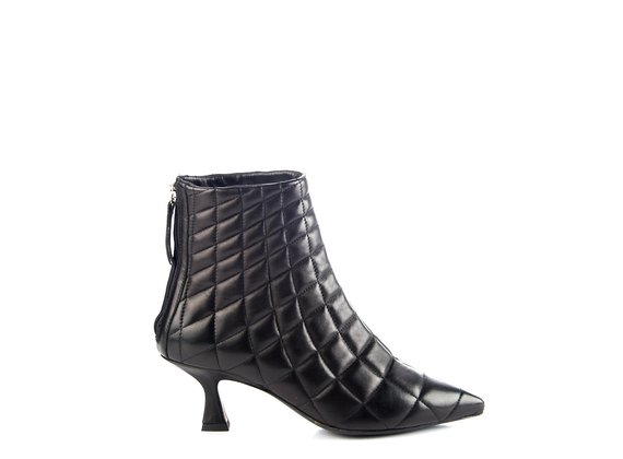 Quilted and tapered black leather ankle boots