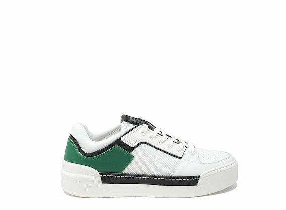 Sneaker mit kontrastierendem Absatz
