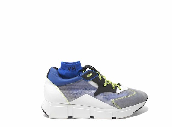 Chaussures de course gris et bleu avec empeigne transparente