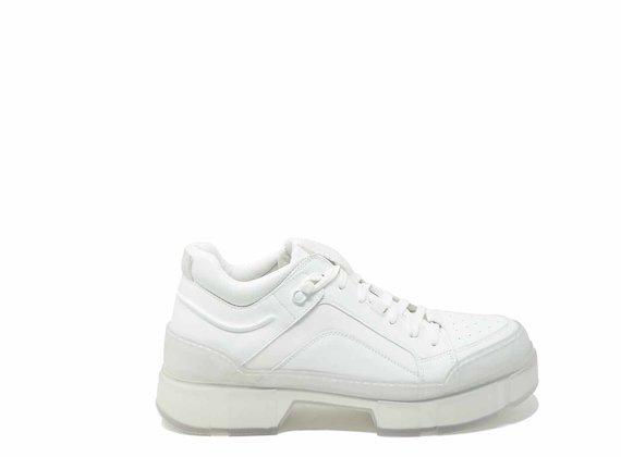 Chaussures avec renfort transparent