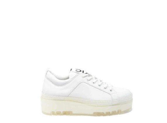 Weißer Sneaker mit transparenter Sohle