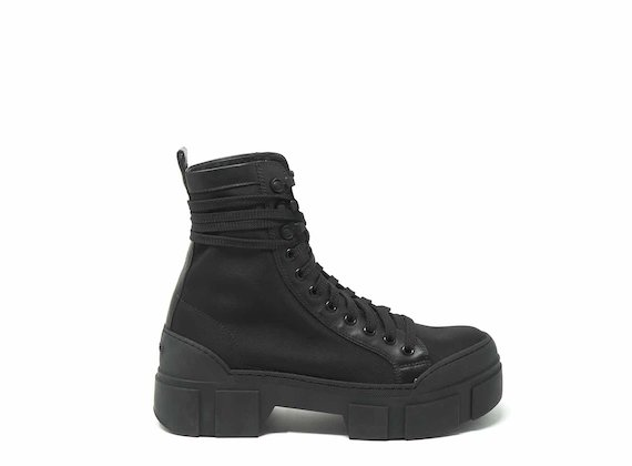 Technical fabric combat boots with lug soles