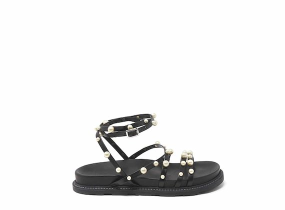 Criss-cross sandals with pearls