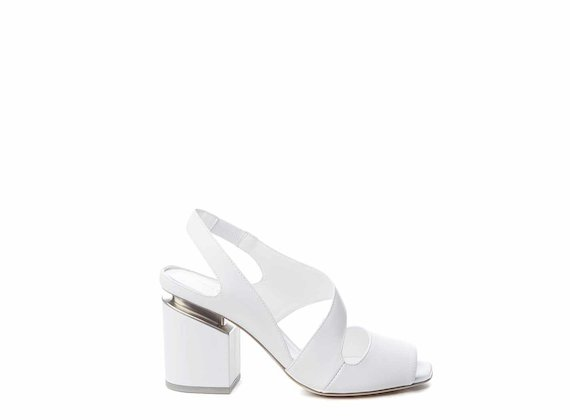 Raised white sandals with suspended heels