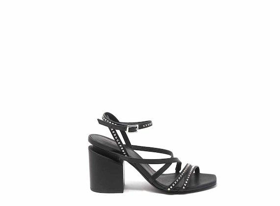 Sandale mit unterbrochenem Absatz mit Mikronieten