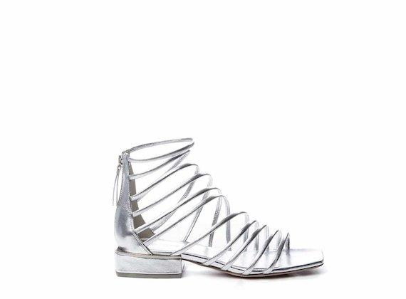 Sandales avec lanières entrelacées argentées