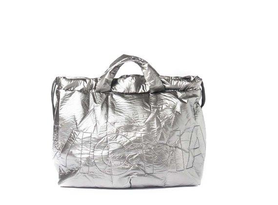 Penelope<br />Verschließbare Rucksacktasche aus gewehrlauffarbenem beschichteten Nylon