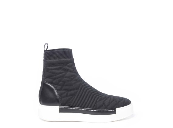 Black knit 3D-effect high-top trainers with contrasting sole