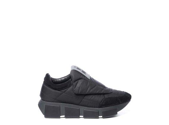 Chaussure running matelassée en tissu/croûte de cuir noire