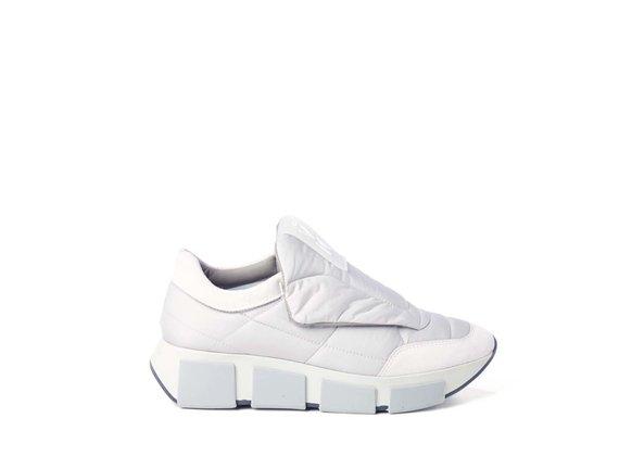 Chaussure running matelassée en tissu/croûte de cuir gris polaire