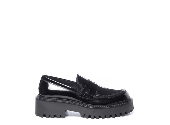 Black brushed leather moccasins
