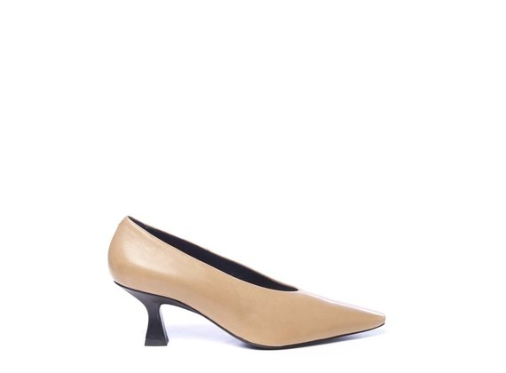 Court shoes in soft honey-yellow calfskin with spool heels