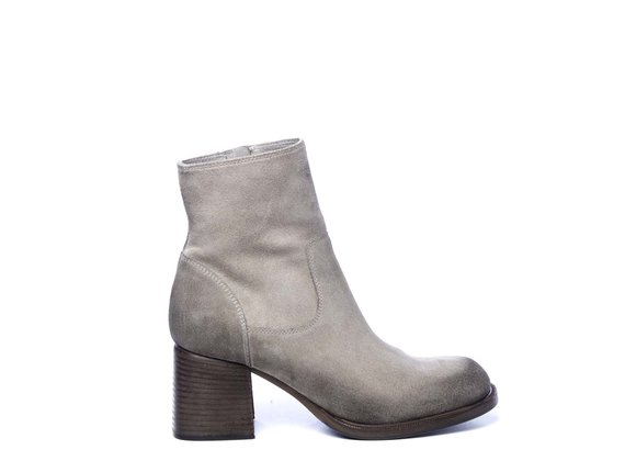 Zipped clay-brown ankle boots in split leather