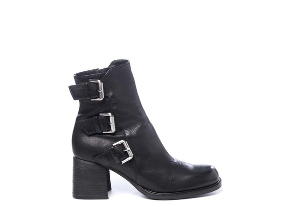 Calfskin ankle boots with buckles
