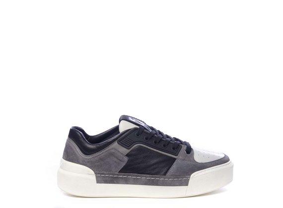 Sneaker pour homme en cuir de veau noir et croûte de cuir grise