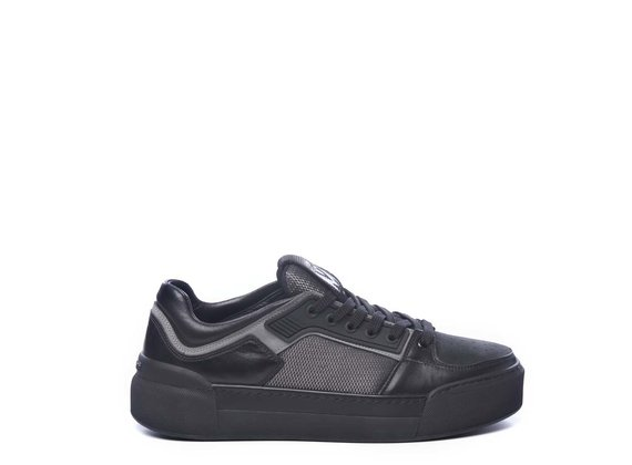 Men's low-top trainers in black calfskin and fabric - Grey