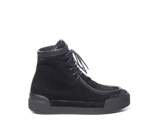 Men's ankle-high paraboots in vintage black split leather