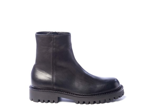 Men's zipped black ankle boots in calfskin
