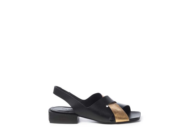 Flat chanel sandals in black/golden calfskin