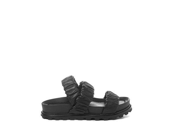 Schwarze Fußbett-Sandale mit 3 Bändern