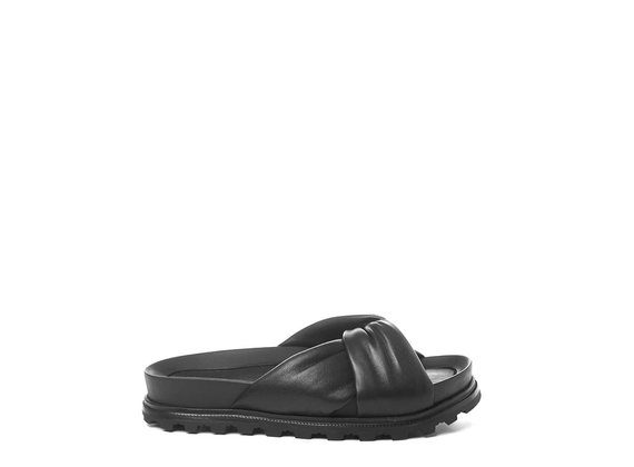 Footbed sandals with black knot
