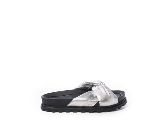 Footbed sandals with silver knot