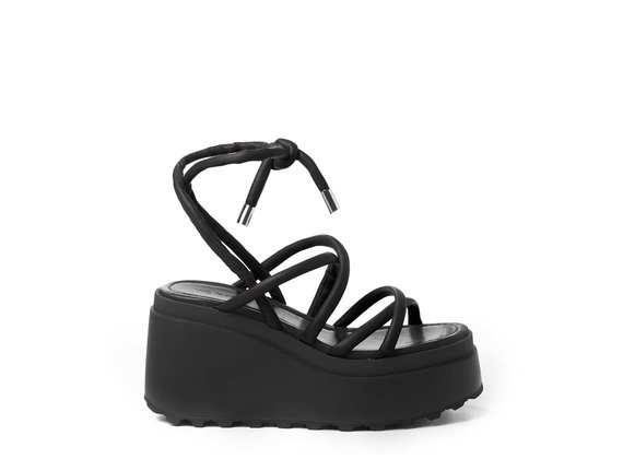 Wedge sandals with thin black strips
