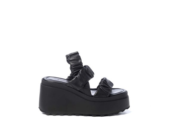 Wedge sandals with 3 black bands - Black