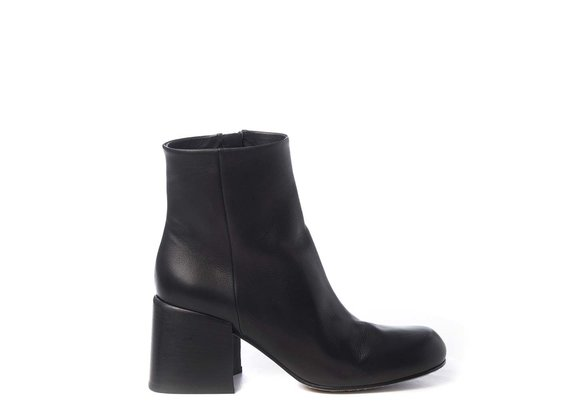 Urban ankle boots in black calfskin