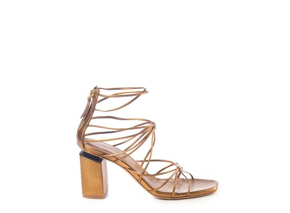 Sandals with bronze leather strings and suspended heel